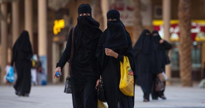 """مقطع فيديو لـ""""متحرش بمنقبة"""" يثير موجة غضب عارمة في السعودية"""