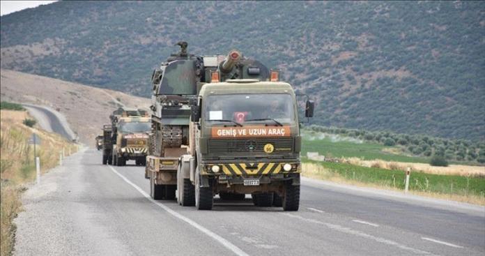 تركيا تدفع بتعزيزات عسكرية جديدة إلى الحدود مع سوريا