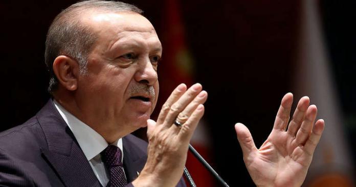 """أردوغان يصعد لهجته ضد فرنسا ويتهمها بإيواء """"إرهابيين"""" في قصر الإليزيه"""