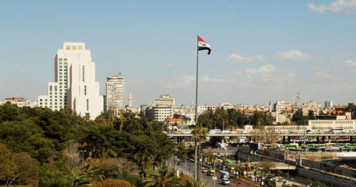 إيران تقطع الطريق على روسيا وتوقع اتفاقية مع نظام الأسد لإعادة إعمارسوريا