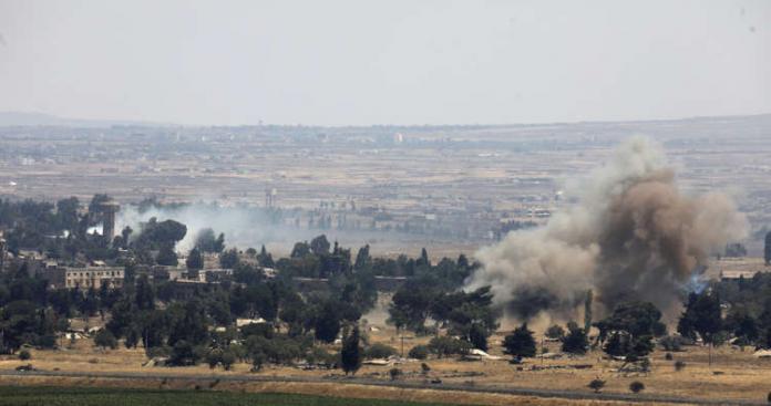 """مدفعية جيش الاحتلال الإسرائيلي تدك مواقع لـ""""نظام الأسد"""" يستخدمها """"حزب الله"""" في القنيطرة"""