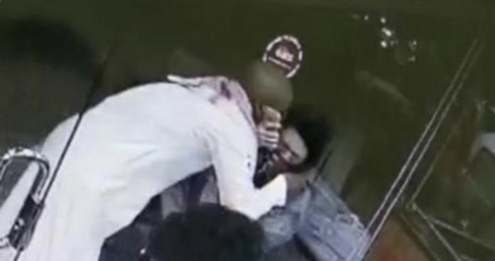 """احتضنها بعنف وأعطاها """"بوسة"""".. حادثة صادمة لفتاة تهزّ السعودية وتحرك عاجل للشرطة (فيديو)"""