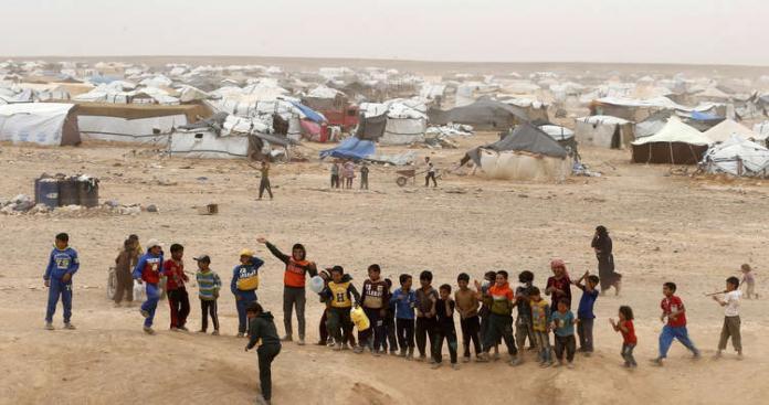 نظام الأسد ينكث وعوده ويعتقل عشرات الخارجين من مخيم الركبان