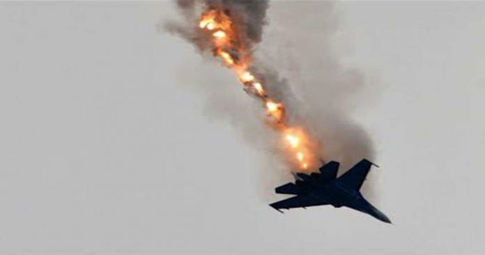 """عناصر من """"الفتح المبين"""" ينشرون فيديو لحطام الطائرة الحربية الساقطة جنوب إدلب (فيديو)"""