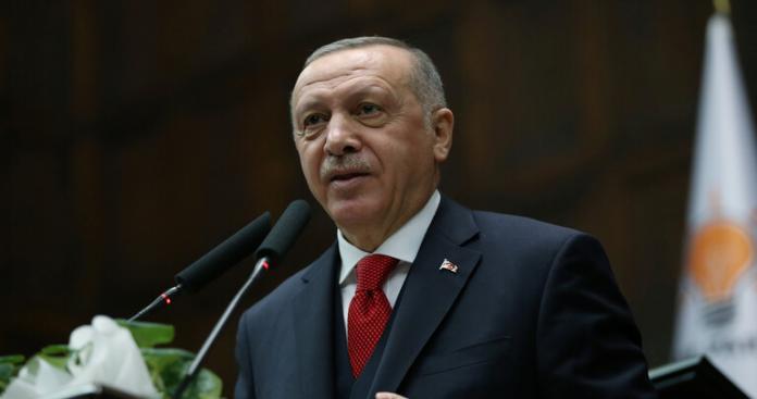 """بعد إطلاقه شرارة الحرب.. """"أردوغان"""" يهاجم ذراع """"السيسي"""" و""""بن زايد"""" في ليبيا"""