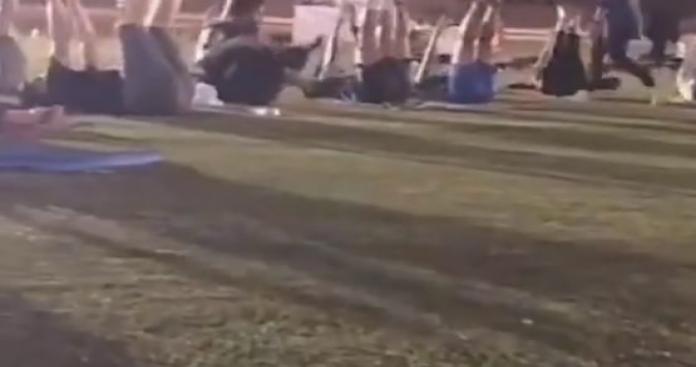 """أمير من """"آل سعود"""" ينشر فيديو فاضح لفتيات وشبان في حديقة بجدة (فيديو)"""