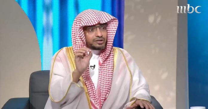 شاهد رد فعل الداعية السعودية المغامسي عند لقائه القرضاوي في قطر