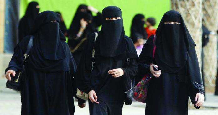 """عقب إلغاء نظام """"الولاية"""".. سعوديات يشعلن """"تويتر"""" بإسقاط نظام القبيلة"""