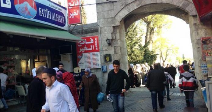 أول الغيث.. رئيس بلدية معارض يهاجم اللاجئين السوريين.. والحزب الحاكم يرد