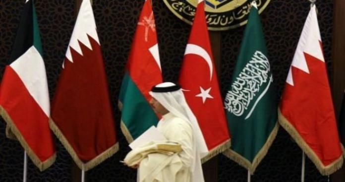 مسؤول أوربي: لا حل للأزمة الخليجية إلا بتلك الخطوتان