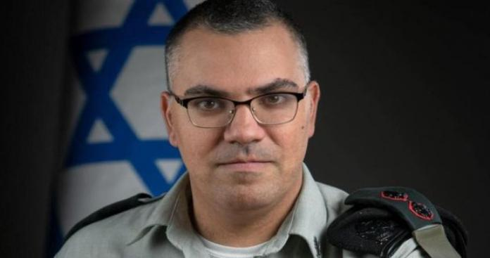 """المتحدث باسم جيش الاحتلال يغضب """"إليسا"""" بهذا الفعل.. والأخيرة تسبه (فيديو)"""