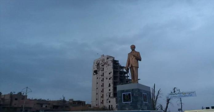 هكذا علق فيصل القاسم على عودة تماثيل حافظ الأسد إلى مدن سورية