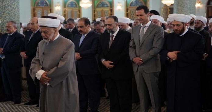 """الموت يصرع مفتي دمشق صاحب خطبة """"الأسد منّة الله لأهل الشام"""""""