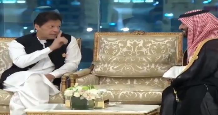 بالفيديو.. رصد أفعال صادمة من عمران خان تجاه محمد بن سلمان خلال حديث جانبي (فيديو)