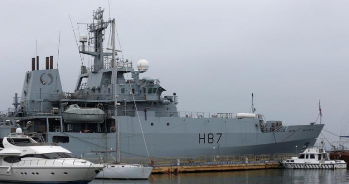 الخليج يشتعل..بريطانيا ترسل قوات إضافية إلى البحرين ودولة جديدة تدفع بوحدات عسكرية للمنطقة