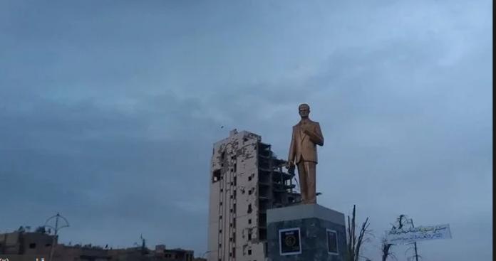 """واشنطن تعلق على إعادة النظام لتمثال """"الأسد"""" إلى درعا"""