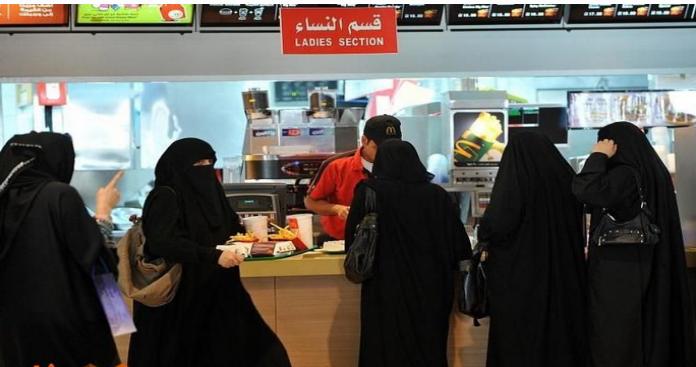قرار غير مسبوق في السعودية يضع النساء بموقف حرج