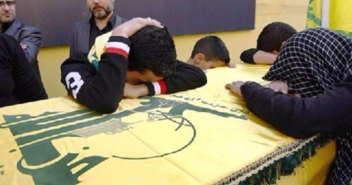 """""""التوابيت الصفراء"""" تعود للظهور في لبنان.. أنصار """"حزب الله"""" يلطمون الخدود مجددًا (صور)"""