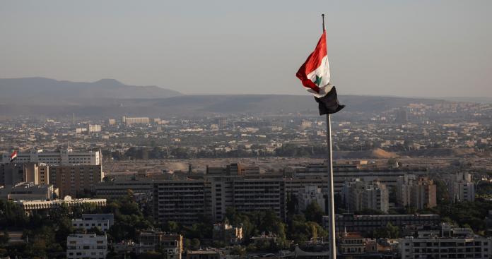"""وزير سابق في """"نظام الأسد"""" يتوقع مصيرًا خطيرًا لـ""""دمشق"""""""