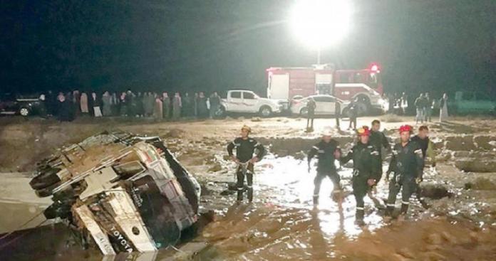 سيول تشبه التسوماني تضرب الأردن.. وحصيلة مفزعة من القتلى والمفقودين (فيديو)