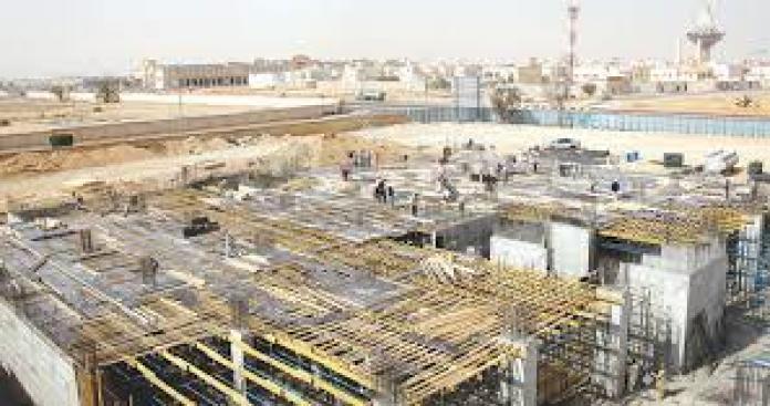 تورط فيه مسؤولين كبار.. السلطات السعودية تكشف فسادًا بالملايين في مشاريع وهمية