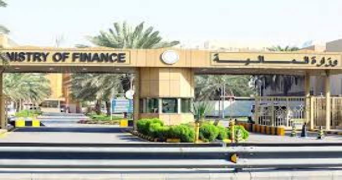 """شيك مصرفي من """"المالية السعودية"""" يثير موجة سخرية على """"تويتر"""".. قيمته صادمة"""