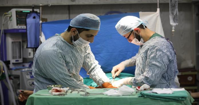 نقابة أطباء الأسد تفصل 170طبيبًا في إدلب لإنقاذهم السوريين