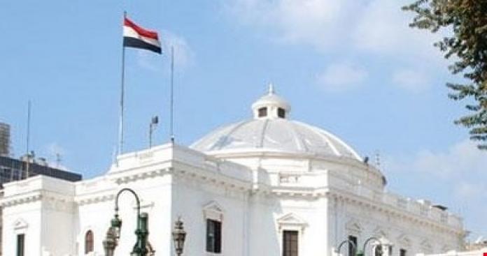 برلمان مصر يكشف عن عدد اللاجئين السوريين.. ويوصى بترحيل هؤلاء