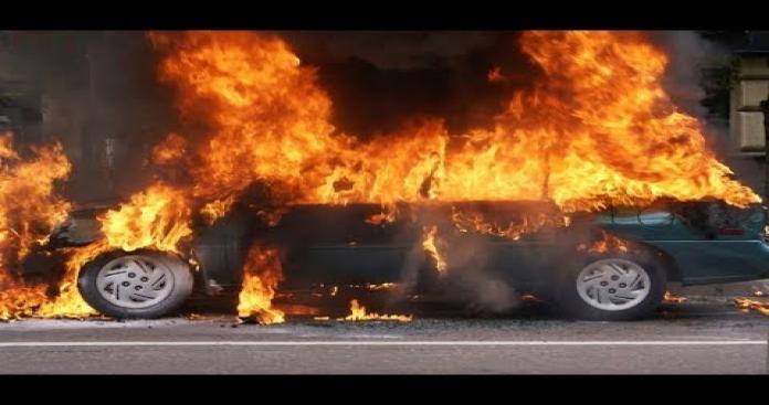 """لأول مرة بالعالم.. الدفاع المدني اللبناني يخمد حريق بسيارة بطريقة """"مبتكرة"""" (فيديو وصور)"""