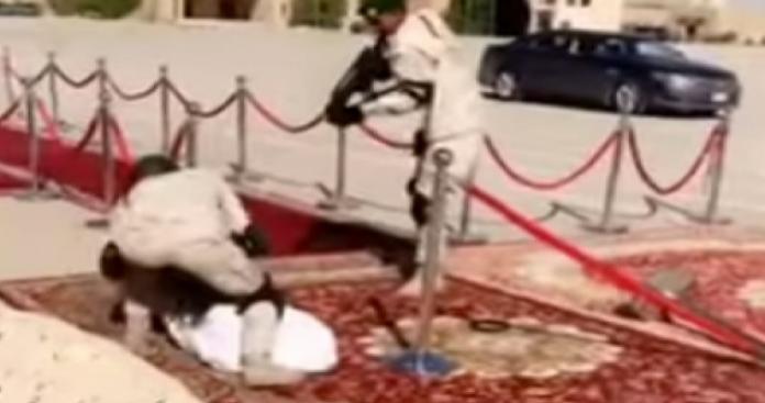 """إطلاق قذائف ورصاص في قلب الرياض.. استهداف شخصية رفيعة وتدخل عاجل لـ""""الحرس الملكي"""" السعودي (فيديو)"""