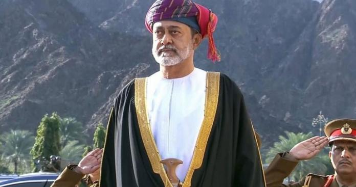 تعميم من ديوان البلاط السلطاني.. أول قرار رسمي من سلطان عُمان الجديد