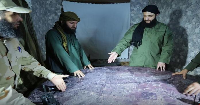 """اجتماعات سرية لـ""""تحرير الشام"""".. مصدر يكشف لـ""""الدرر الشامية"""" تفاصيلها وأهدافها"""