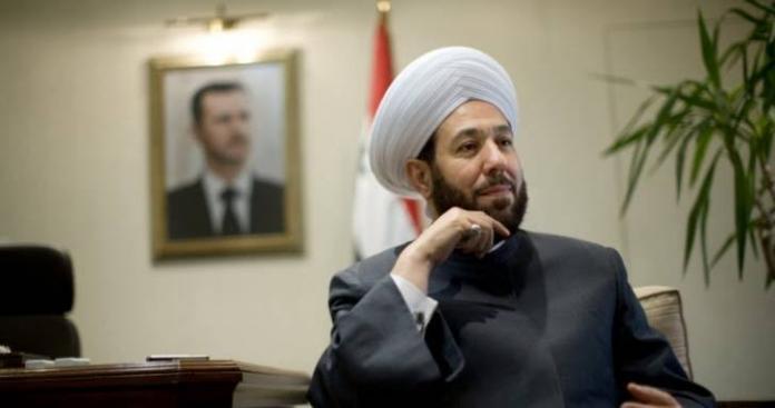 """رسالة من """"مفتي البراميل"""" إلى حافظ الأسد تثير جدلًا واسعًا وسوريين يسخرون"""
