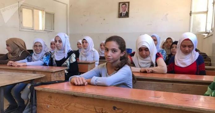 معلم يعتدي بطريقة وحشية على طفلة داخل إحدى مدارس الأسد في ريف دمشق