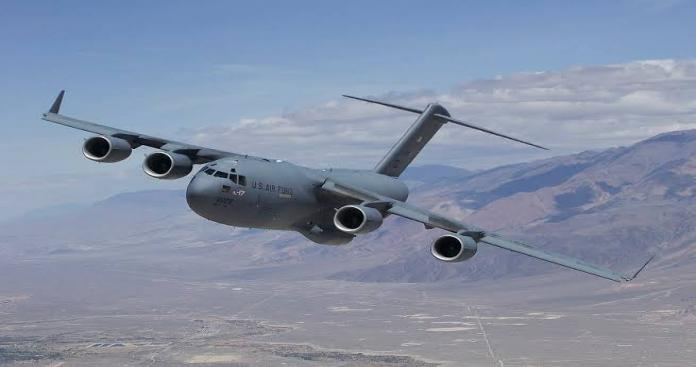 حميميم في خطر.. طائرة عسكرية أمريكية تقترب من القاعدة وتختفي بشكل مفاجئ