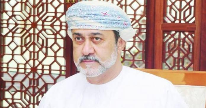 موقع إماراتي يكشف مفاجأة بشأن والد سلطان عمان هيثم بن طارق