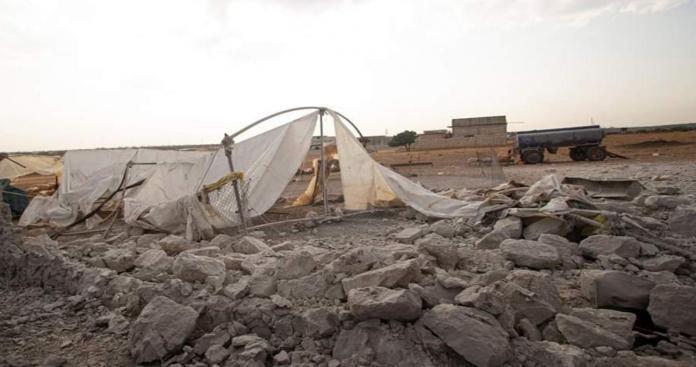 ضحايا مدنيون بقصف جوي روسي طال أحد المخيمات العشوائية في إدلب