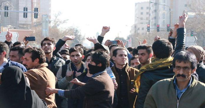 االاحتجاجات الإيرانية تدخل أسبوعها الثاني و 50 قتيلا برصاص الأمن