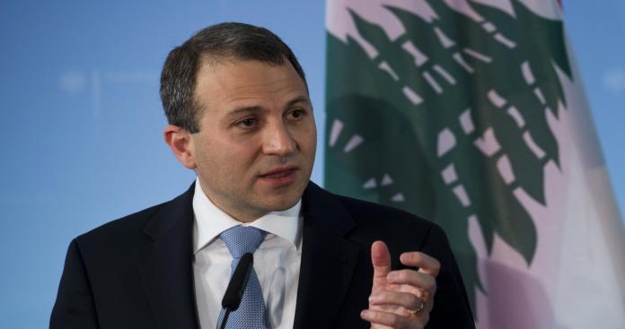 """جبران باسيل.. وزير """"عنصري"""" أشعل فتيل الحرب بين السوريين واللبنانين"""