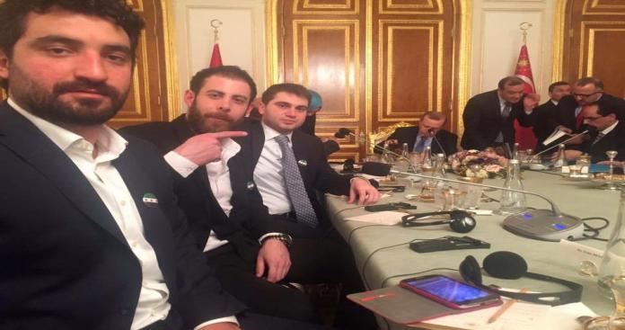 """"""" سيلفي """" لناشط سوري مع """" أردوغان """" يثير سخط السوريين"""