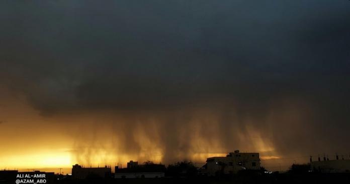 انفجارات تشبه قنابل نووية.. منظر مخيف في سماء السعودية وصواعق قاتلة (فيديو)