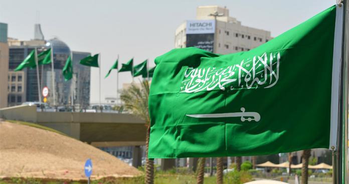 بعد عرض إيران بتسليح الجيش اللبناني.. السعودية ترسل موفدًا ملكيًّا وتعلن عن قرار غير متوقع