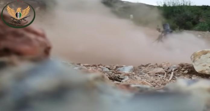 """""""الجبهة الوطنية"""" تنفذ عملية خاطفة في عمق """"قوات الأسد"""" باللاذقية.. وتكشف خسائر النظام (فيديو)"""