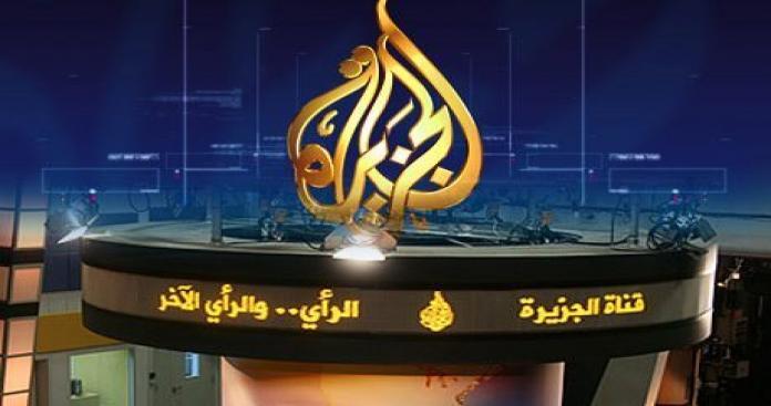 """صحفي سعودي يطالب بقصف قناة """"الجزيرة"""" ردًا على استهداف مطار أبها.. ويثير ضجة واسعة"""