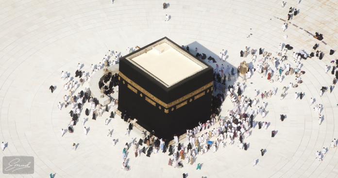 مصور سعودي ينشر لقطات صادمة من المسجد الحرام.. هذا ما حدث حول الكعبة (صور)
