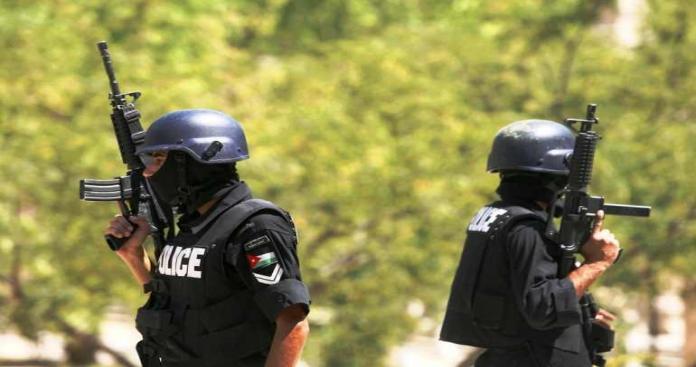 """مصرع شخص وإصابة 5 أمنيين خلال القبض على مطلوب في """"إربد"""""""