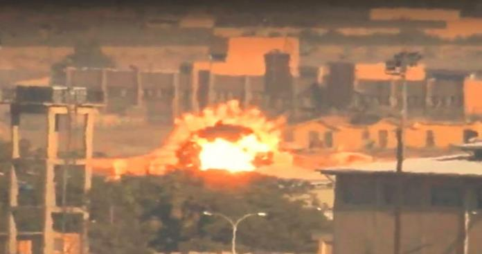 """بـ""""الغراد"""".. فصائل الثوار تدك مواقع """"قوات الأسد"""" والميليشيات الإيرانية بمطار النيرب العسكري (فيديو)"""
