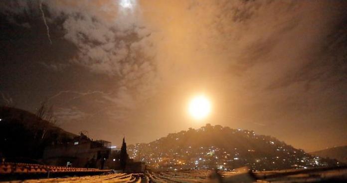 """قتيل وجريح من """"قوات الأسد"""" وتدمير آلية بقصف على القنيطرة.. و""""إسرائيل"""" تكشف سبب الغارات"""