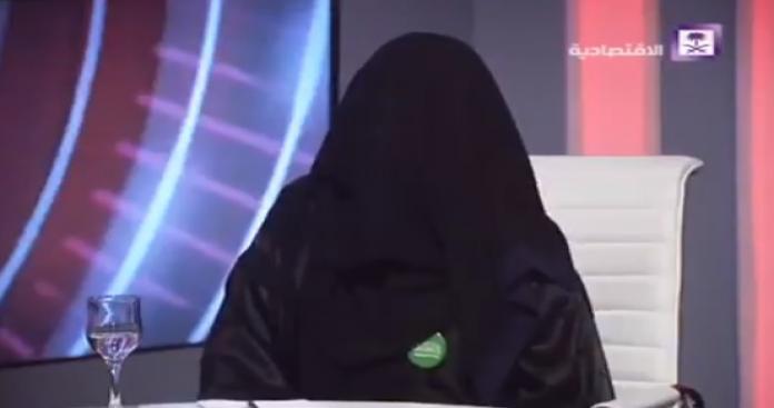 """أميرة من """"آل سعود"""" تظهر بملابس مفاجئة.. وتلميح صادم بشأن خطة """"بن سلمان"""" (فيديو)"""