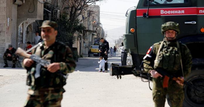 """صحيفة: انتقاء 50 ضابطًا من """"جيش الأسد"""" وإرسالهم إلى روسيا.. مرحلة ما بعد بشار الأسد"""